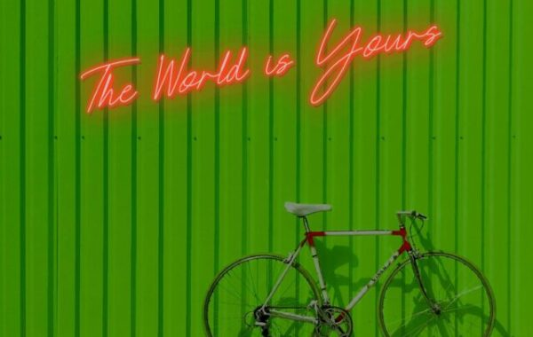 The World is Yours Neón
