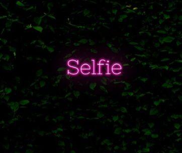 Neon - Selfie