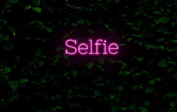 Selfie neon